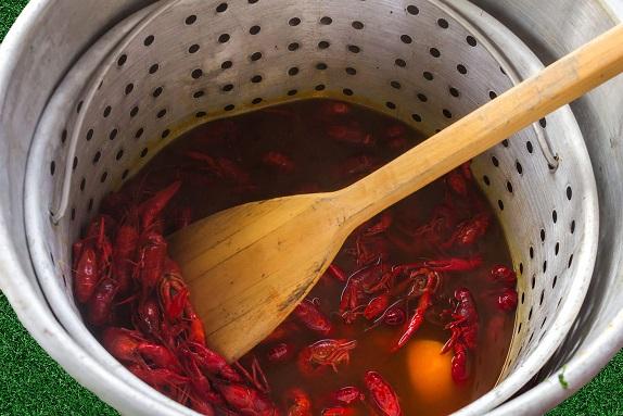 crawfish boil pot, how to boil crawfish, crawfish boil, cooked crawfish