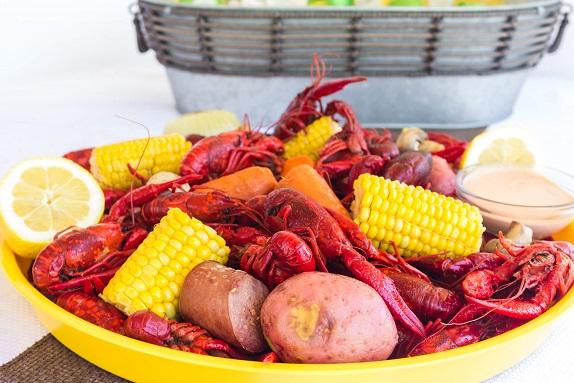 tray of crawfish, boiled crawfish, crawfish boil, how to boil crawfish