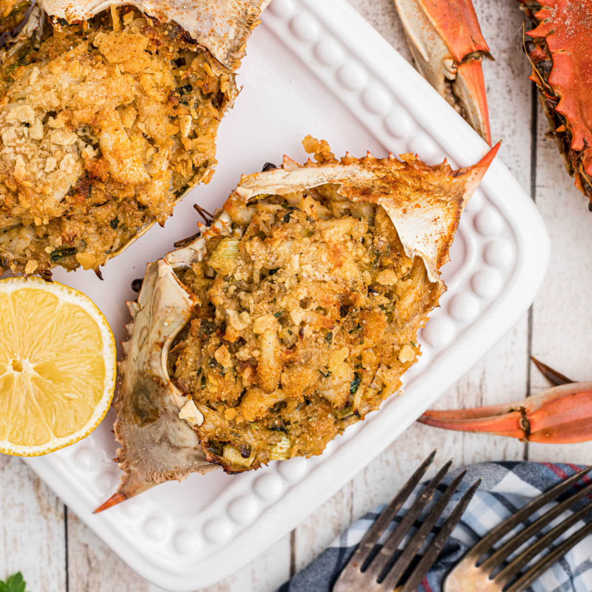 close up of a stuffed crab with some boiled crabs on the outside
